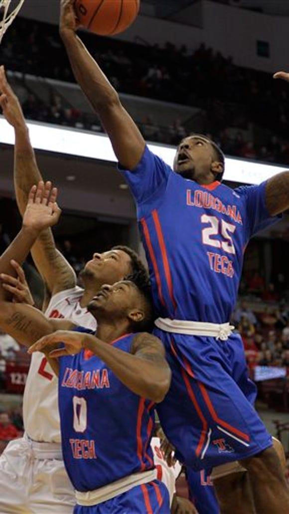 Louisiana Tech's Qiydar Davis (25) grabs a rebound