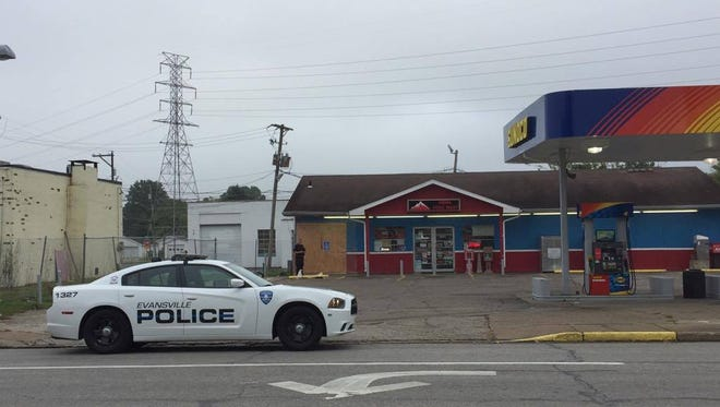 The Evansville Police Department bomb squad was called to a gas station on Kratzville Road early Monday morning, Oct. 9, 2017, to investigate a suspicious device left at the store.