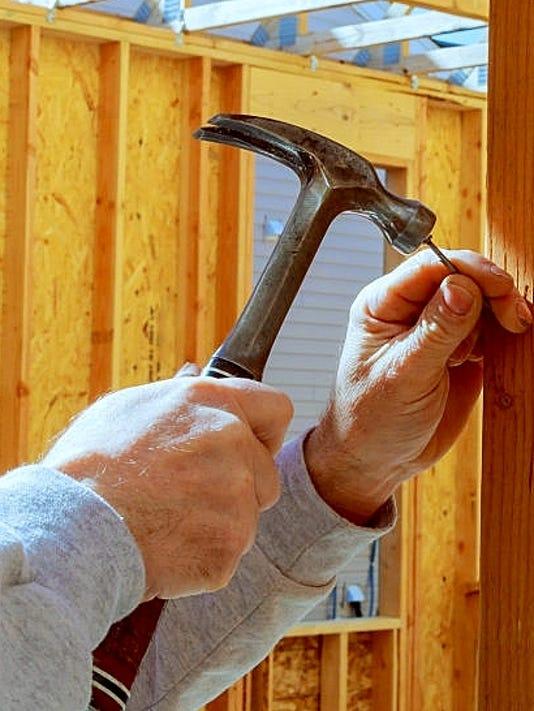 636432423327589703-hammer.jpg