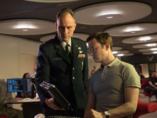 Film Review Snowden_Atzl-1