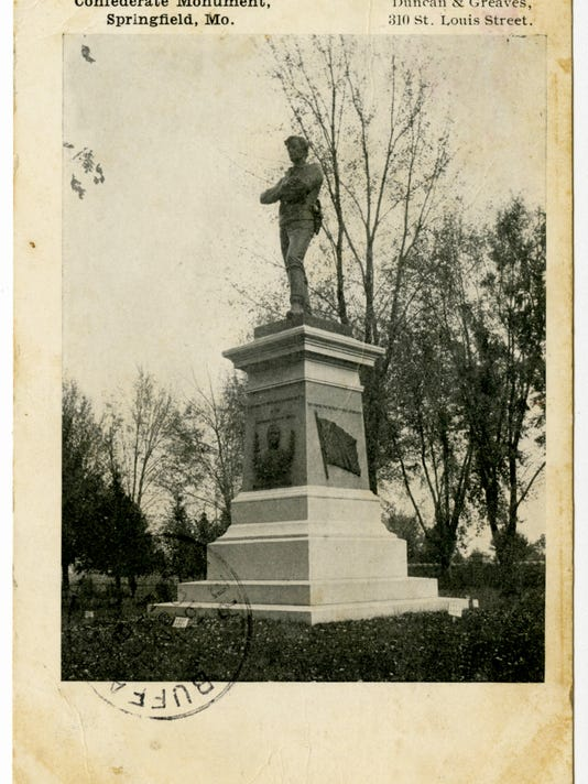 Confederate Monument_National Cemetery_Postcard Box A_118.30.3A_B&W.jpg