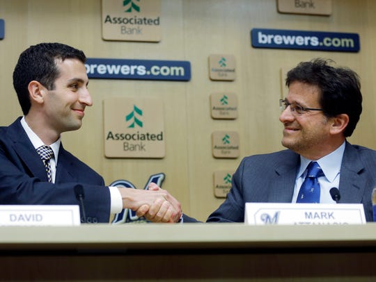 David Stearns shakes hands with Milwaukee Brewers owner