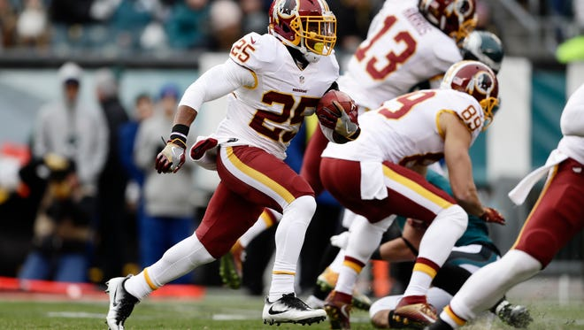 Washington Redskins running back Chris Thompson runs the ball during Sunday's game against the Philadelphia Eagles