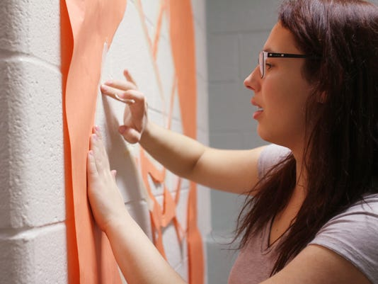 635864064573693500-Student-wall-decorating-01.jpg