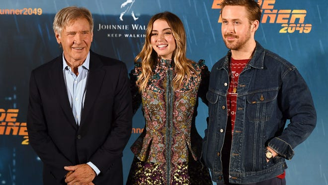 """(L-R) Harrison Ford, Ana de Armas and Ryan Gosling pose during the photocall of the film """"Blade Runner 2049"""" in Madrid on September 19, 2017."""