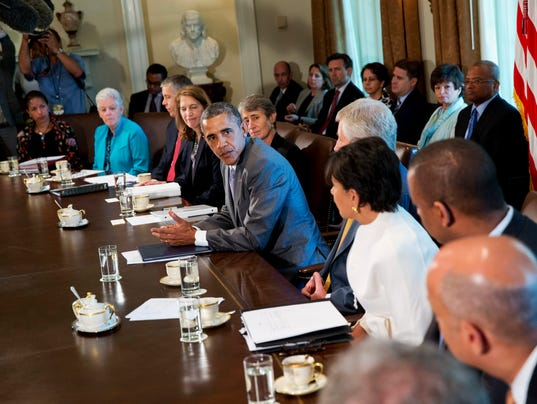 Obama meets with cabinet