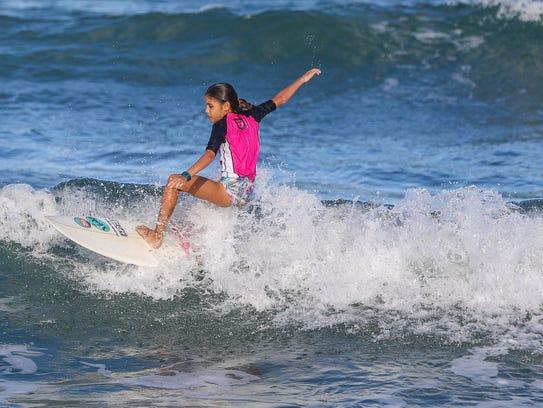 Minami Cramer makes a turn at the Aliya Wahine Cup