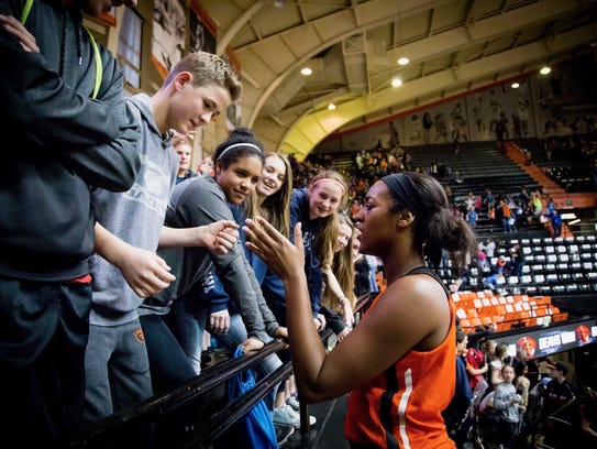 Oregon State women's basketball player Madison Washington