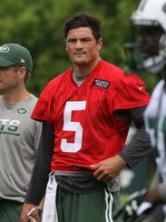 New York Jets quarterback coach  Jeremy Bates, left, stands with quarterback Christian Hackenberg during a practice.