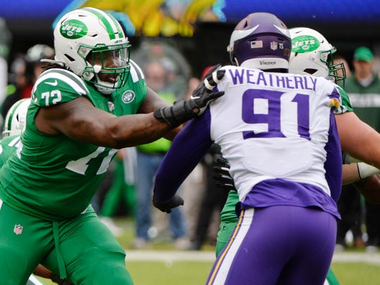 New York Jets offensive tackle Brandon Shell (72) blocks Minnesota Vikings' Stephen Weatherly (91) during the first half of an NFL football game Sunday, Oct. 21, 2018, in East Rutherford, N.J. (AP Photo/Howard Simmons)