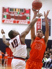 Blackman's Trent Gibson (33) goes up for a shot as Oakland's Mike Hayworth (10) guards him on Tuesday, Jan. 31, 2017.