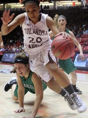 Aviana Garcia fights her way past a Texico defender during the Class 3A state title game Friday at the Pit.