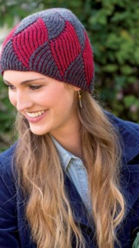 This hat combines entrelac and two-color ribbed knitting.