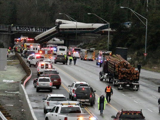 AP APTOPIX TRAIN DERAILMENT-WASHINGTON STATE A USA WA