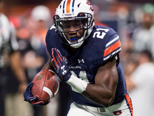 Auburn running back Kerryon Johnson (21) earned SEC Offensive Player of the Year honors after rushing for 1,391 yards and 18 touchdowns this season.