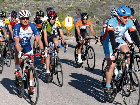 Matt Hollinshead — Current-Argus The fifth wave of men's cyclists starts its race Saturday at the fourth annual Cavern City Classic.