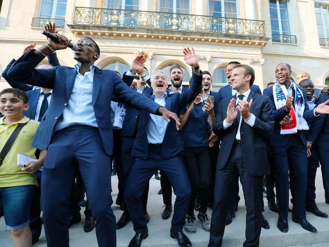 French President Emmanuel Macron (center) with the