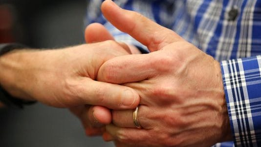 Supreme Court decision makes same-sex marriage egal in Indiana.