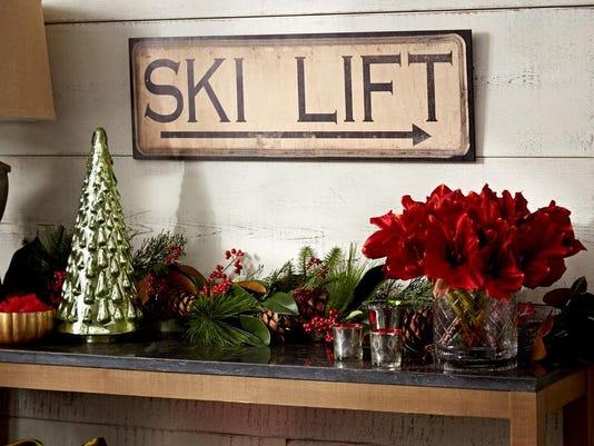 Homes-Right-Cabin Christmas.JPEG-02892.jpg