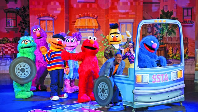 "Sesame Street Live: ""Elmo Makes"""