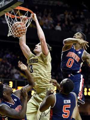 Vanderbilt forward Luke Kornet (3) dunks against Auburn during the second half at Memorial Gym in Nashville, Tenn., Wednesday, Jan. 4, 2017.