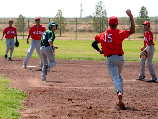 Texico's Brayden Wines gets picked off by Loving's