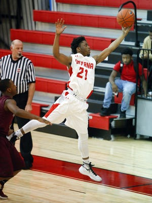 Smyrna's Ja'vier Worthy scored 21 points as the No. 6-ranked Eagles held on for a 53-51 victory at No. 9 Salesianum in boys basketball Thursday night.