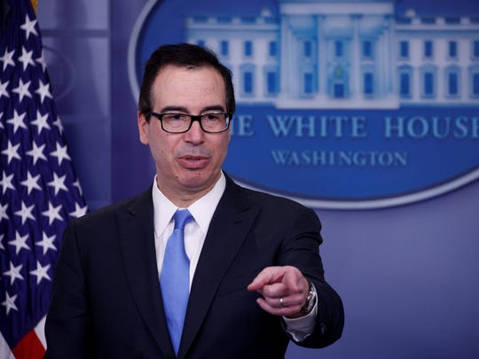 El secretario del Tesoro estadounidense, Steven Mnuchin, ofrece una rueda de prensa en la Casa Blanca, en Washington DC.