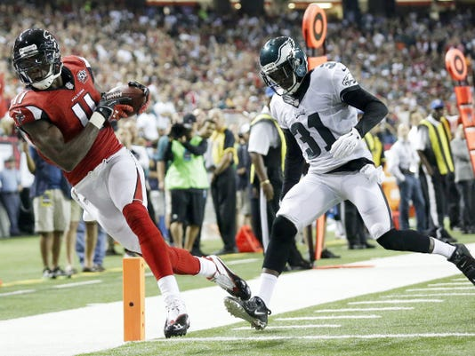 Atlanta wide receiver Julio Jones makes a touchdown catch against Philadelphia defensive back Byron Maxwell during the first half of Monday's game in Atlanta. The Falcons won, 26-24.
