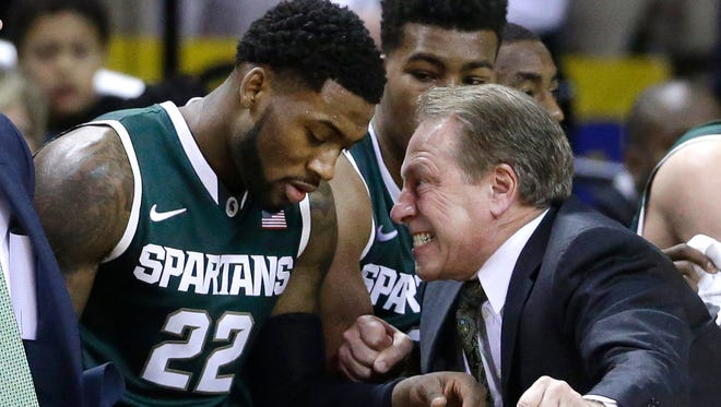 Michigan State head coach Tom Izzo, right, speaks with guard/forward Branden Dawson on the bench in the first half of an NCAA college basketball game against Michigan State, Saturday, Jan. 17, 2015, in College Park, Md.