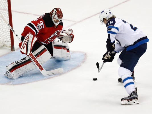636263436310271302-Jets-Devils-Hockey-njha-3-.jpg