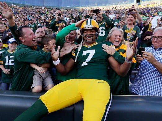 Green Bay Packers quarterback Brett Hundley (7) takes