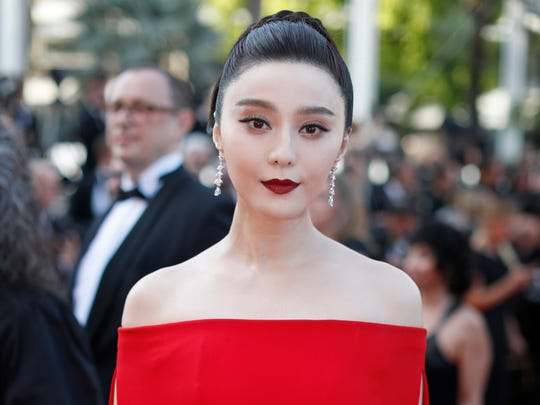 Fan Bingbing poses for photographers as she arrives