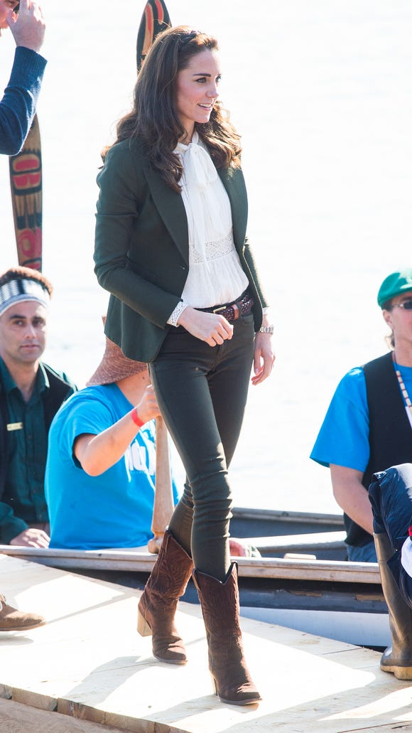 Kate steps off a Haida Gwaii war canoe in a Smythe jacket, skinny jeans, ivory blouse and western-style boots, on Day 7 of the Canada tour on Sept. 30, 2016, in Haida Gwaii, B.C.