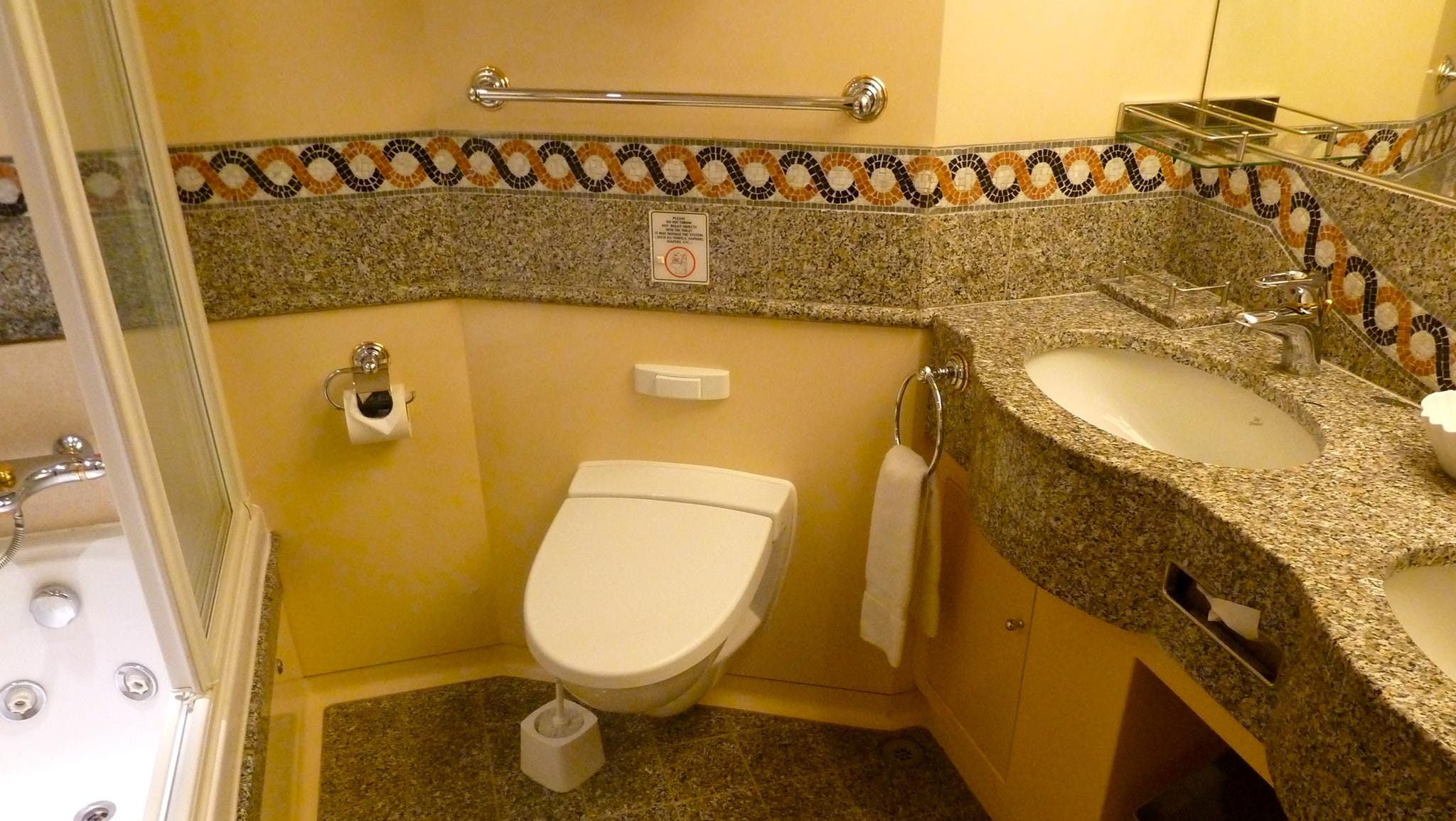 Similar to Grand Suites, the airy Junior Suites have a Jacuzzi tub and granite and mosaic embellishments.