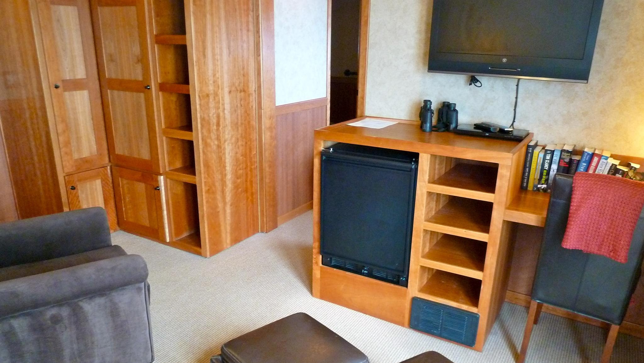 The largest of the five categories of accommodation on the ship, two Commodore Suites on forward Bridge Deck have a living room with flat-screen televisions, a writing desk, closets and a large picture window.