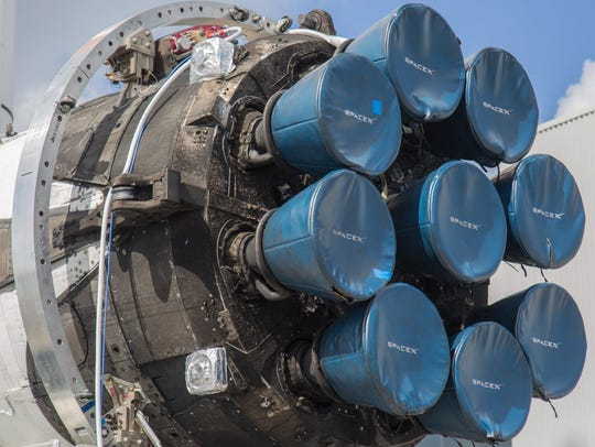The Octaweb and Merlin engines of a SpaceX Falcon Heavy