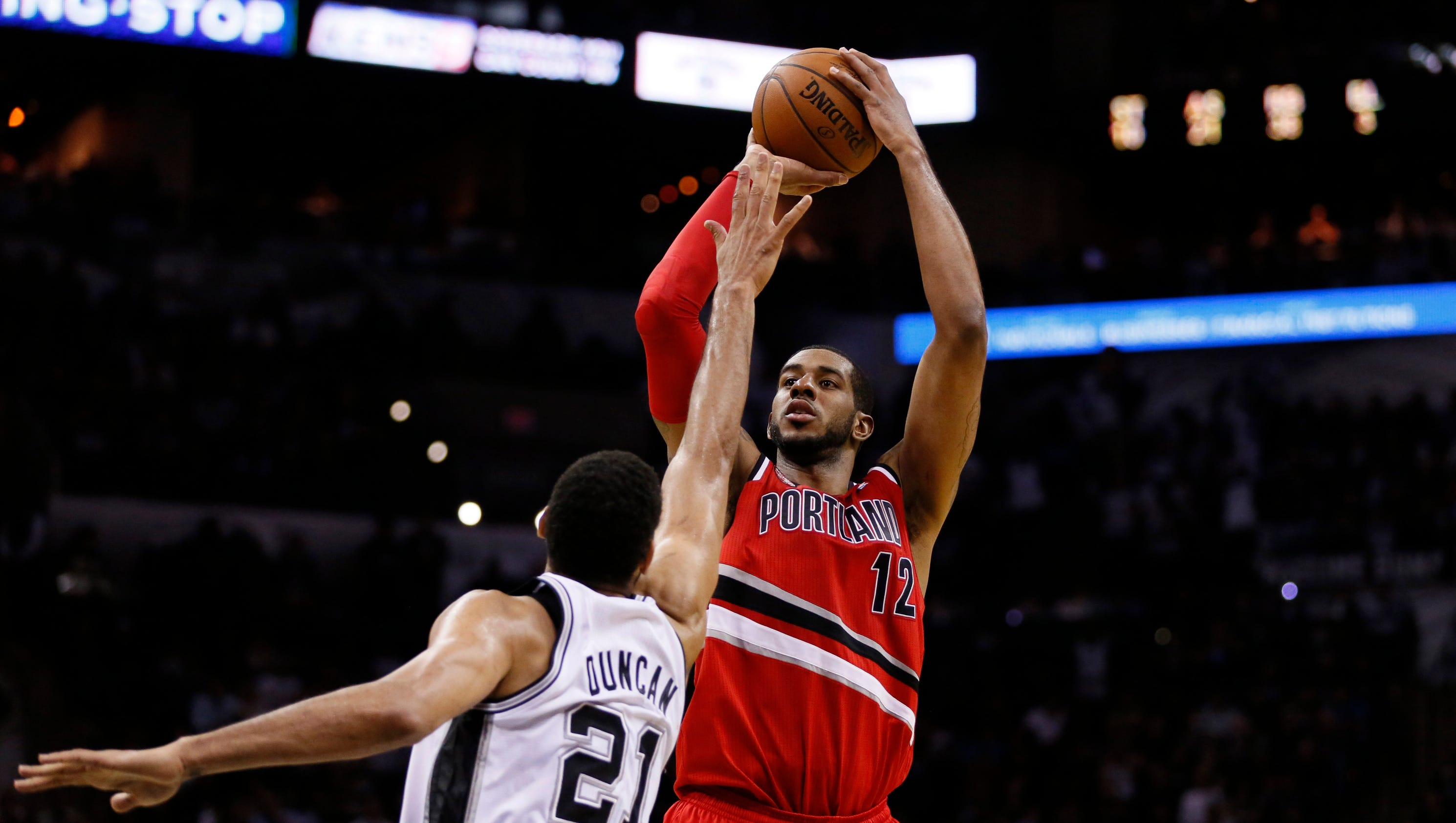 LaMarcus Aldridge agrees to contract with Spurs
