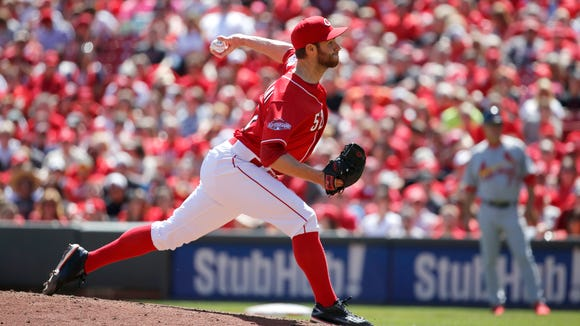 Cincinnati Reds relief pitcher Tony Cingrani (52) delivers