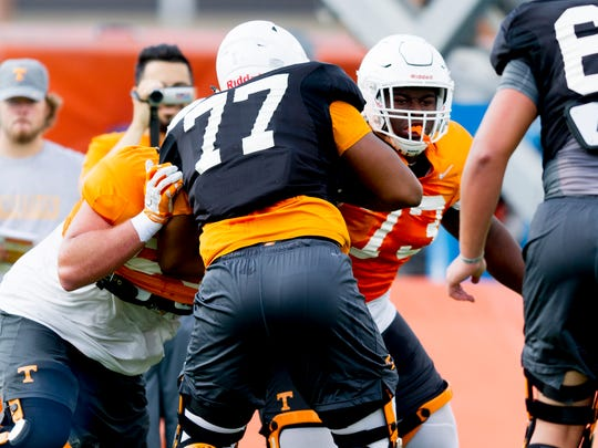 Tennessee offensive lineman Trey Smith (73) drills