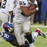 Former Raiders running back Rashad Jennings (27) reached an agreement with the Giants and is expected to sign today.