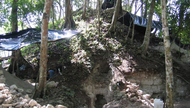 Salvage operations in structure S6-10, one of the two pyramids at Bejucal.