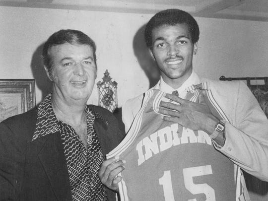Dudley Bradley shows off his new Pacer uniform with Bob Leonard, Aug, 23, 1979.