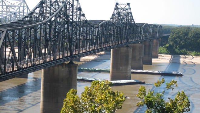 US 80 and I-20 bridges over the Mississippi River in Vicksburg