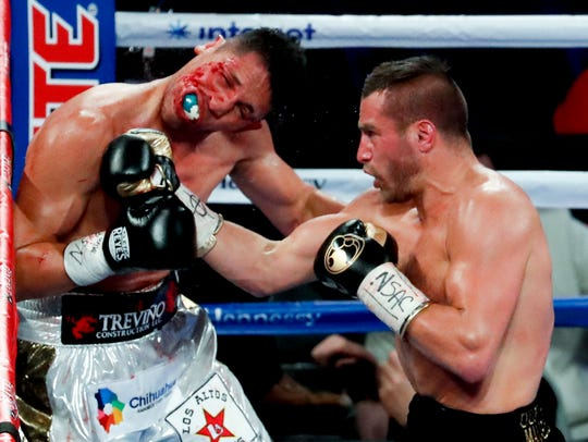 David Lemieux, right, of Canada, fights Marco Reyes,