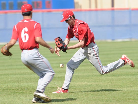 Sweetwater right fielder Justen Gomez, right, can't