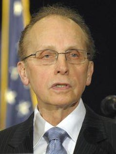 Warren Mayor Jim Fouts