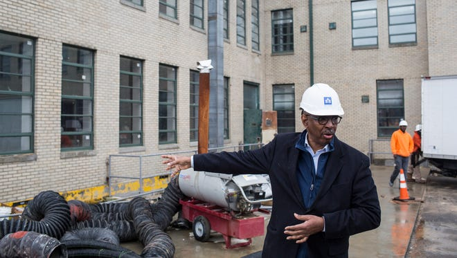 Jimmie Tucker, seen guiding a tour of the renovated Universal Life Insurance Building, is the 2018 recipient of the Francis Gassner Award.