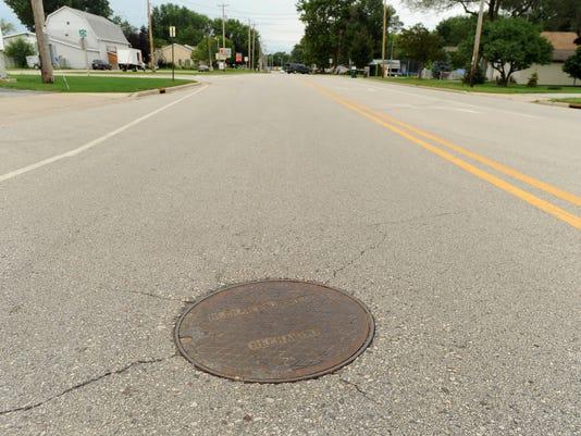 FON 082614 manhole1.jpg