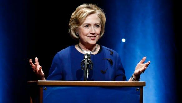 AP Hillary Clinton Oregon_001